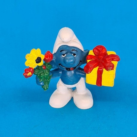 Smurf gift and flower second hand Figure.